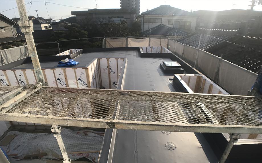 八尾の中庭型住宅 屋根の防水の写真