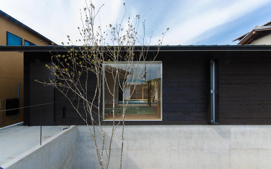 奈良県奈良市にある中庭のある平屋住宅、外観実例
