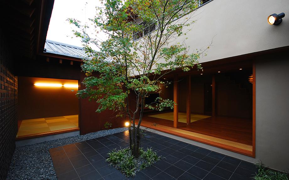 大阪府和泉市にある中庭の家、外観実例