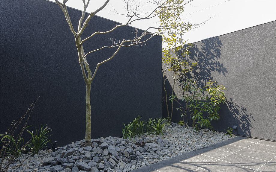砕石敷の庭