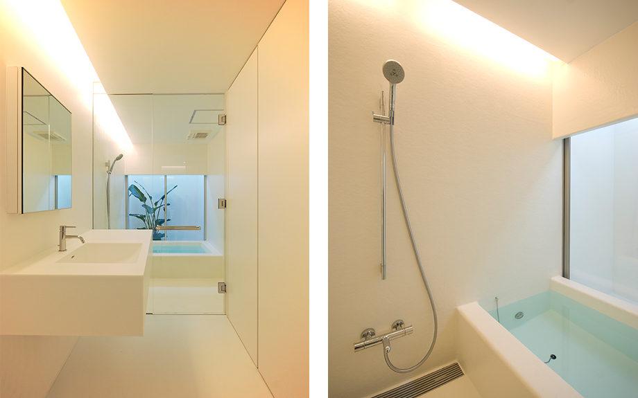大阪府池田市にある中庭のある家、白を基調としたシンプルなFRP浴槽と洗面台実例写真