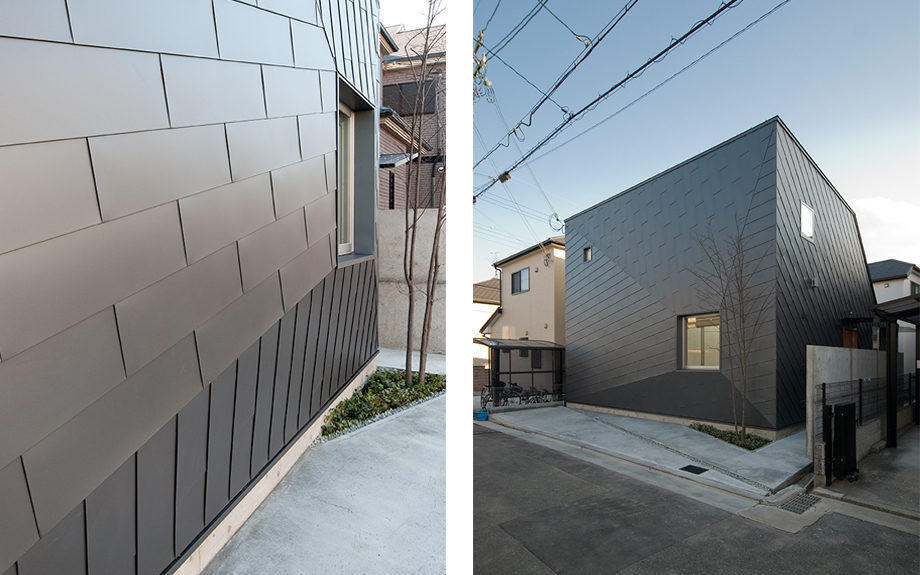 大阪府池田市にある中庭のある家、ガルバリウム外観実例
