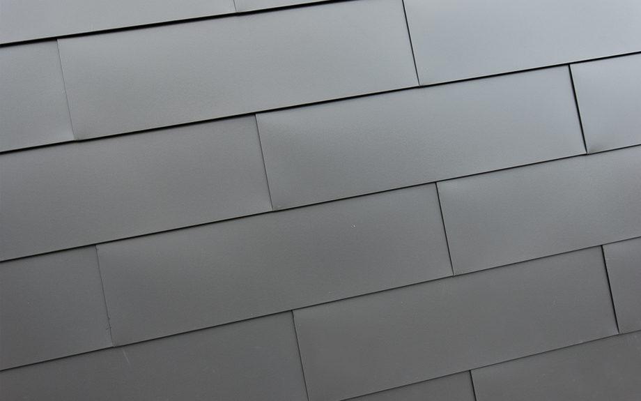 大阪府池田市にある中庭のある家、ガルバリウム鋼板を使った住宅の外観実例写真
