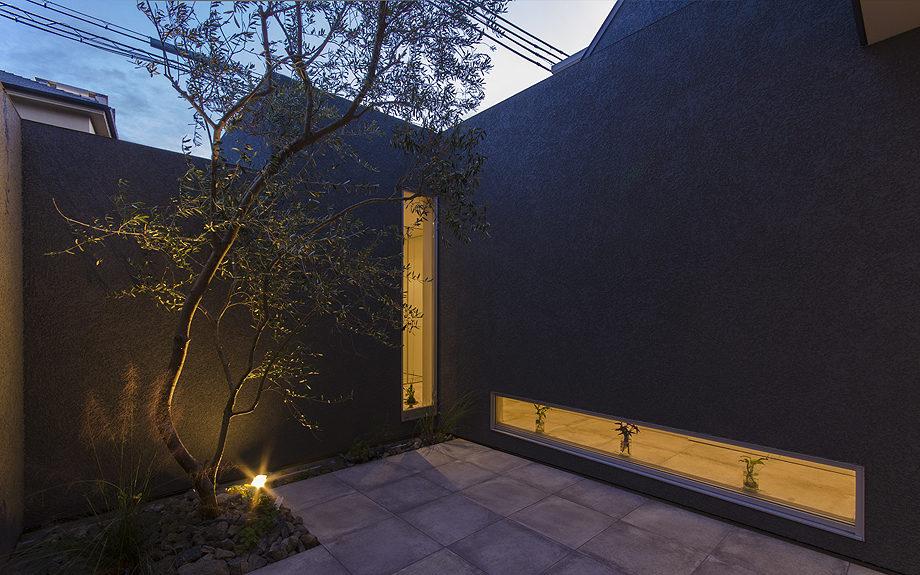 神戸の御影に建つ注文住宅、中庭のある住まい、中庭の写真