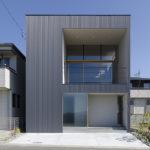 大阪府箕面市に計画された注文住宅,眺望の良い住まい,ガルバリウム鋼板の外観