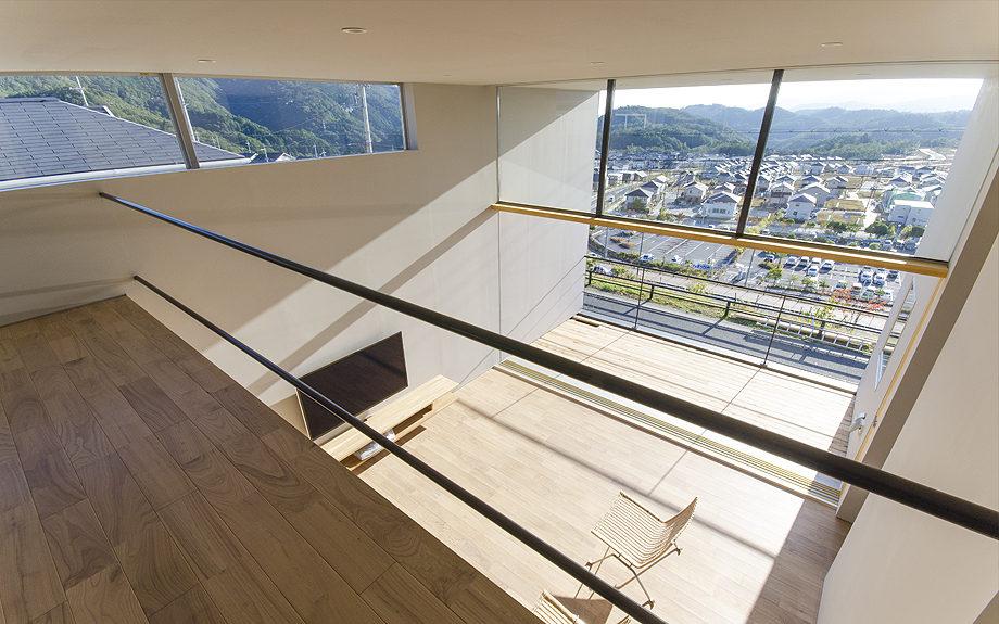 吹き抜けのある注文住宅,眺望の良い住まい,ロフトの写真