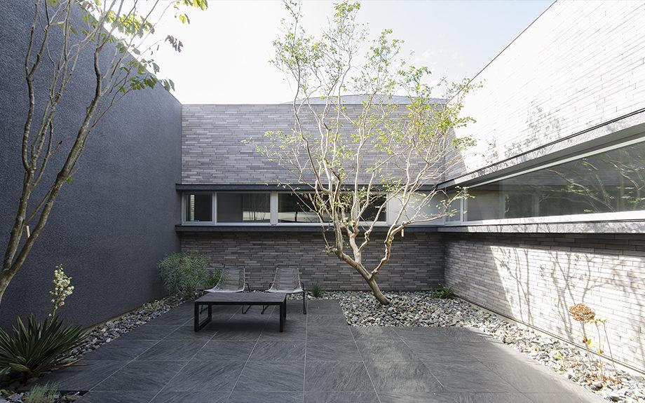 大阪府高槻市に建てられたコートハウス,中庭のある家,中庭の写真