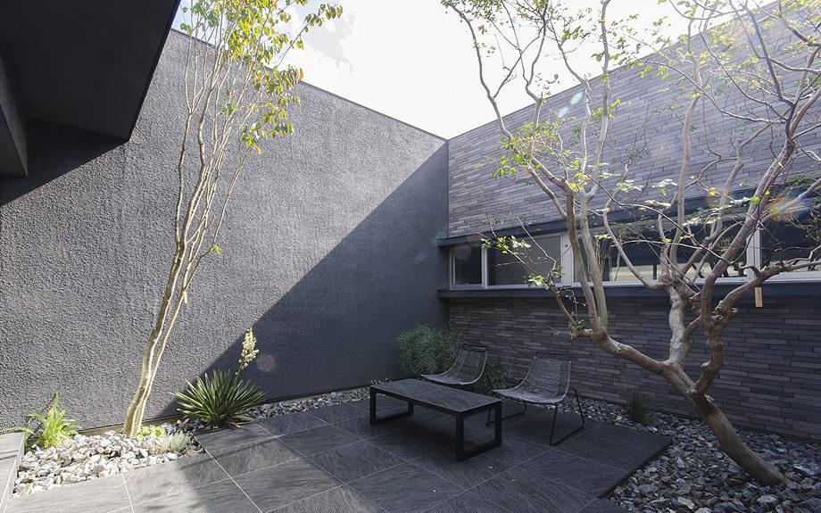 大阪府高槻市に建てられたコートハウス,中庭のある家,中庭のテラス