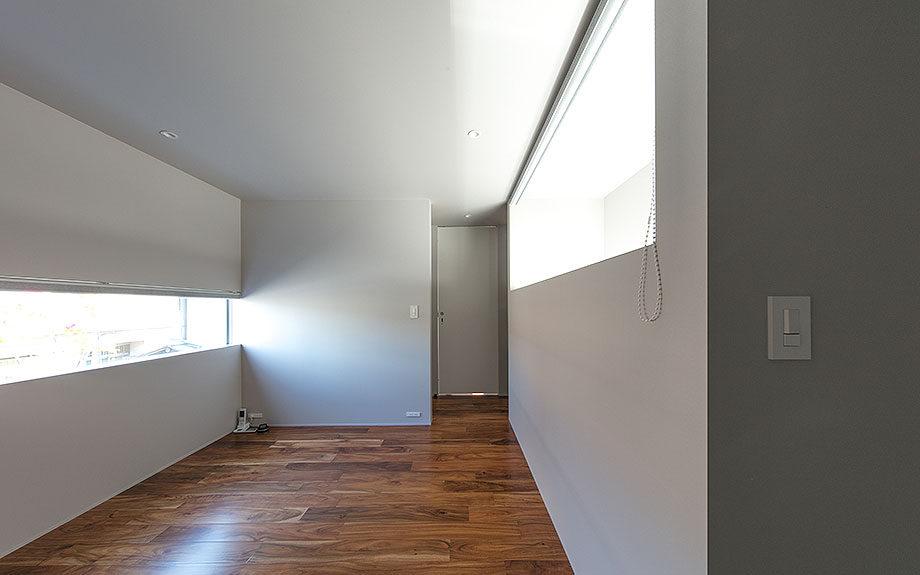 ガレージハウス ,ポルシェを眺める家 , コートハウス ,中庭住宅 の 内観実例写真