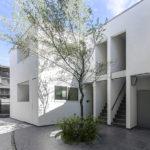 大阪市内に建つ集合住宅、都会のオアシス、中庭を持つコート型集合住宅