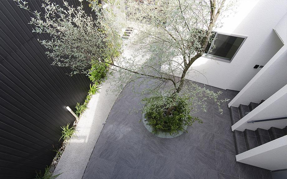 大阪市内の集合住宅 中庭の写真