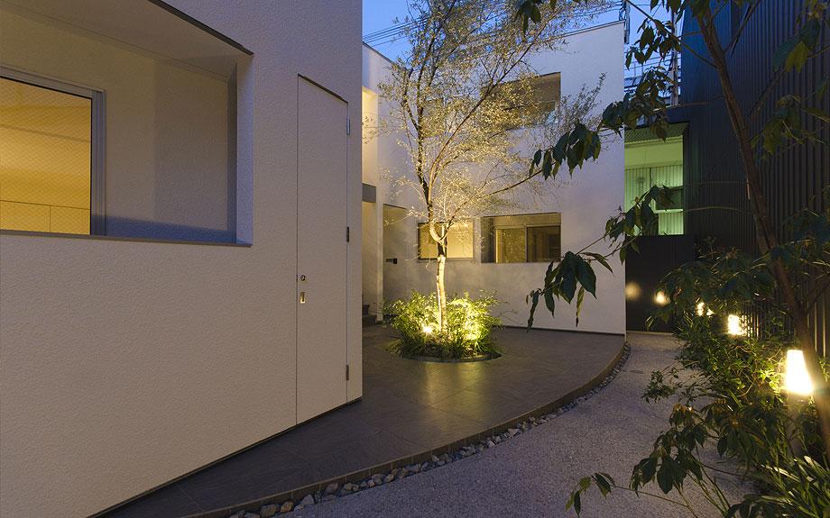 大阪市内の集合住宅 夜景の写真