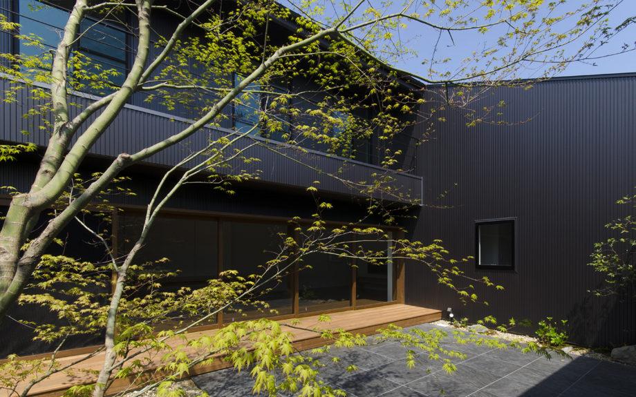 大阪府内に建つ都市型コートハウス,中庭のある住宅,中庭の外構デザイン
