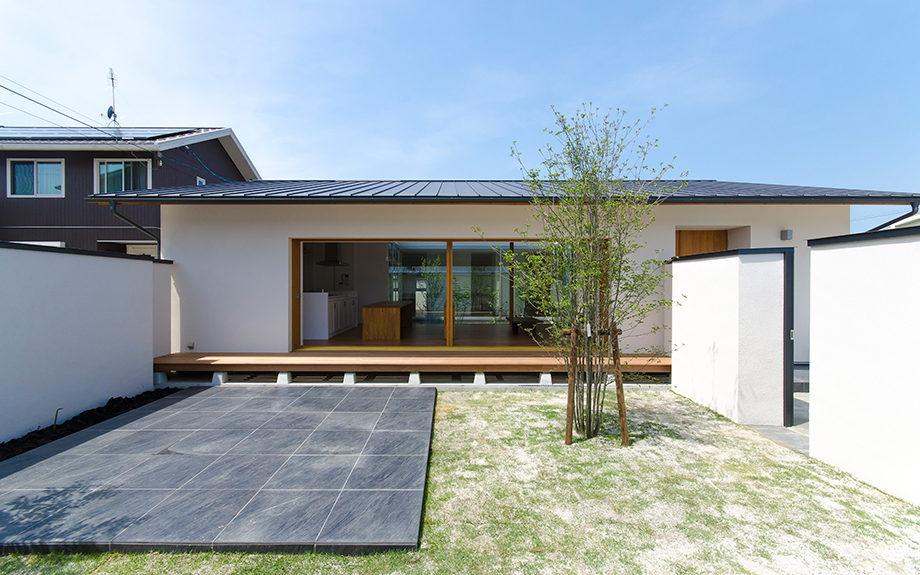 岐阜県多治見市にある中庭のある平屋の家、外観写真