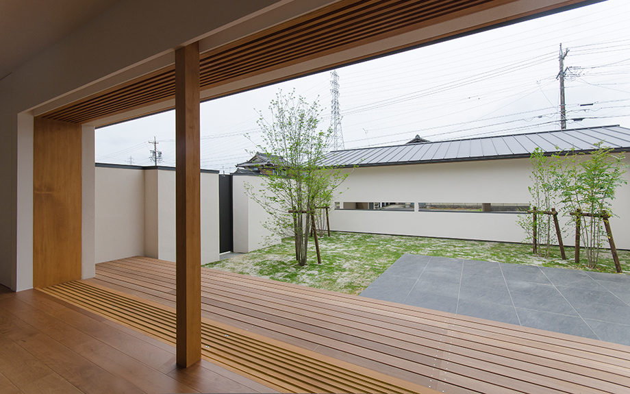 岐阜県多治見市にある中庭のある平屋の家、庭の眺め