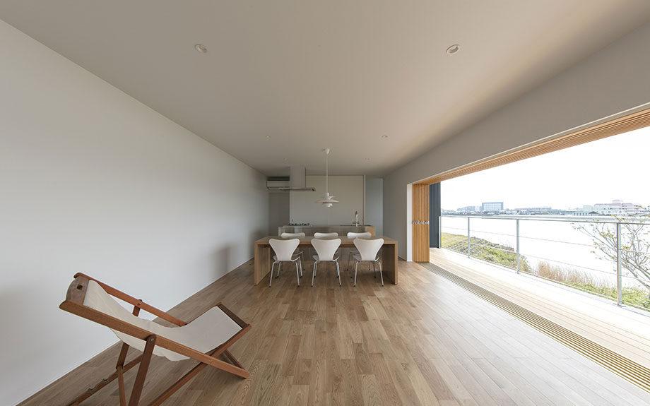 徳島市の眺望の良い住まい、LDK内観写真