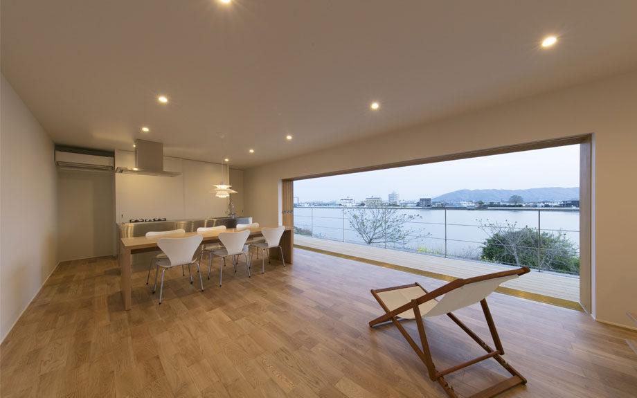 徳島市の眺望の良い住まい、LDK内観実例写真
