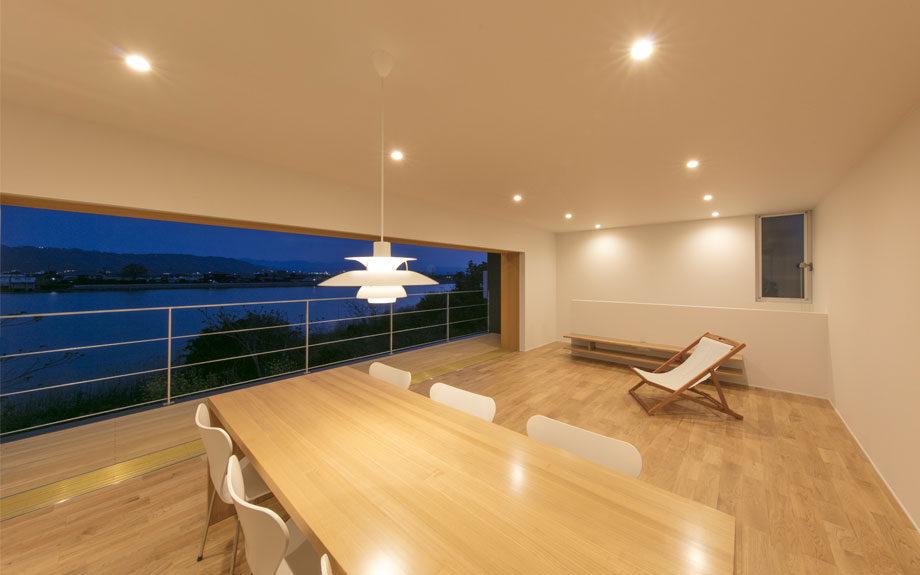 徳島市の眺望の良い住まい、リビングの写真