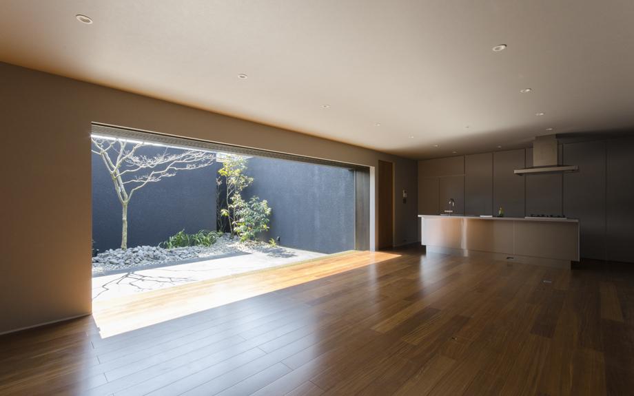大阪府八尾市に建つ中庭注文住宅の中庭の写真