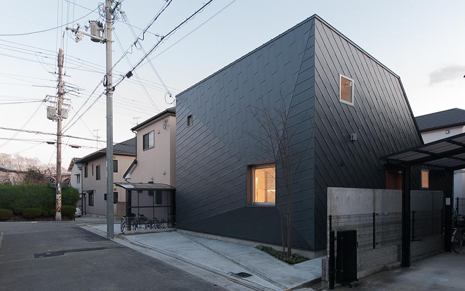 大阪府池田市に建つコートハウスの実例外観写真