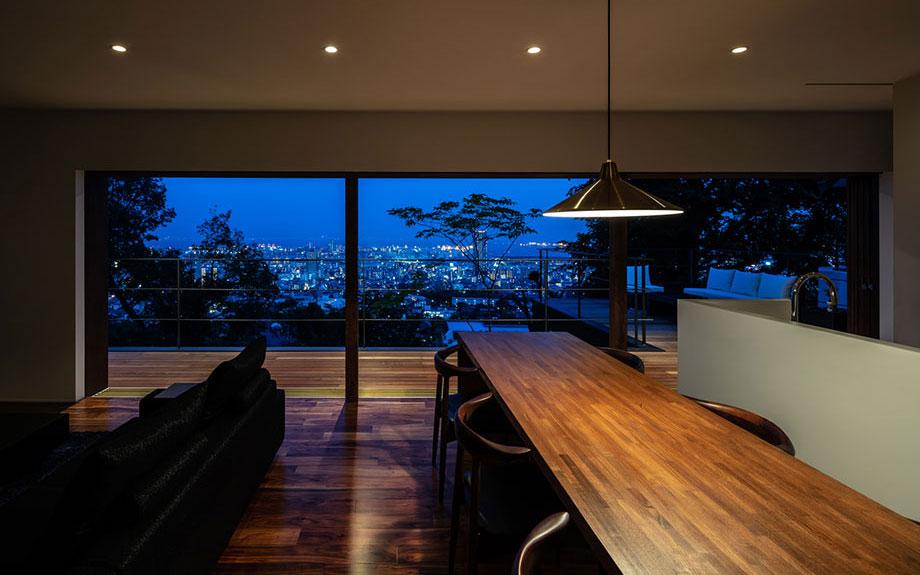 神戸市御影に建つ眺望の良い住宅 夜景の写真