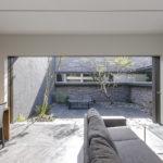 大阪府高槻市に建てられたコートハウス,中庭のある家,LDKの写真