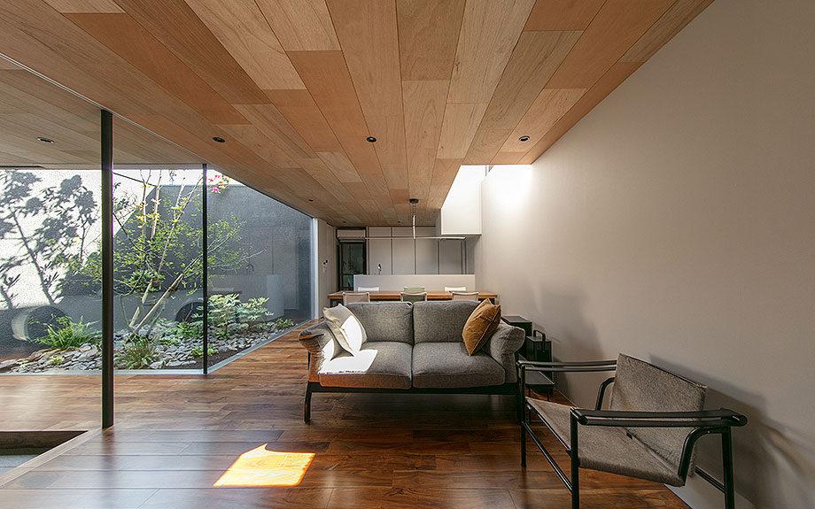 コートハウス ,中庭のある家 ,アカシアフローリング, 内観実例写真