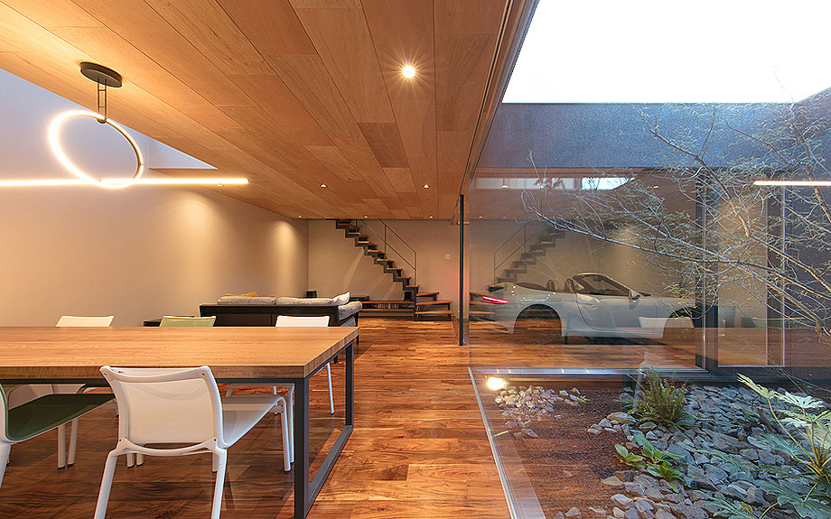 大阪府岸和田市に建つ沼町のガレージハウスの実例内観写真