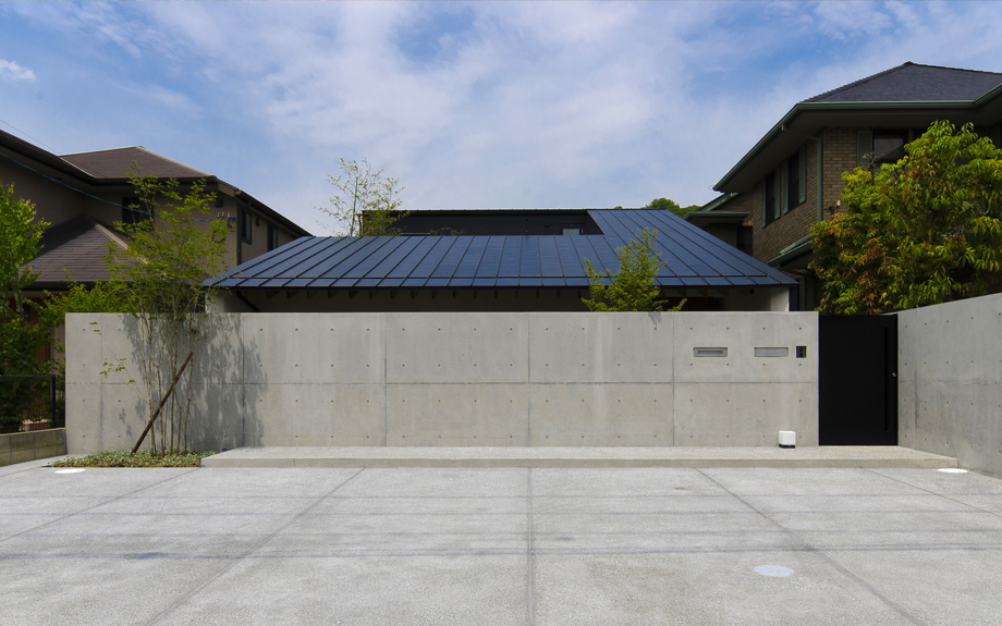 堺市西区に建つ中庭のある家の外観実例写真