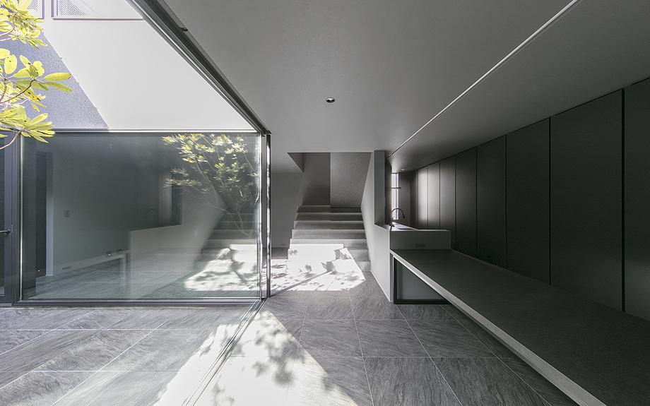 大阪府八尾市に建つコートハウスの内観写真
